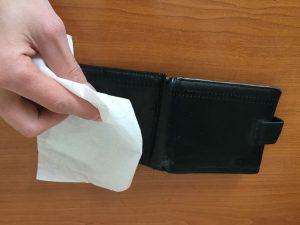 czyszczenie portfela skórzanego