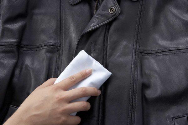 Jak wyczyścić kurtkę ze skóry domowym sposobem?